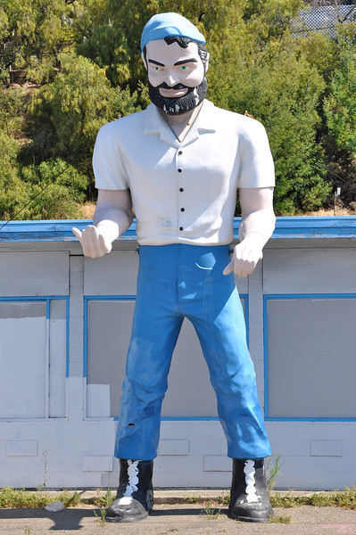 Big Mike Hayward Muffler Man California