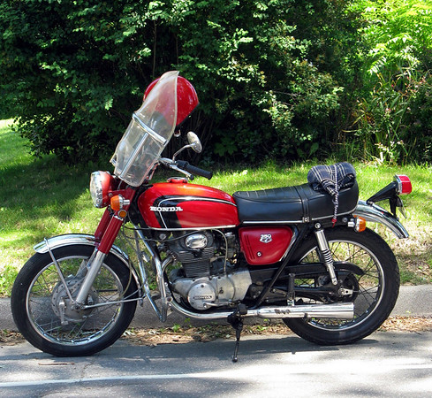 Red Honda CB350