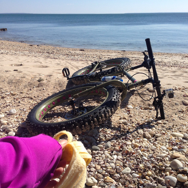 fatbike breakfast on the beach at orient