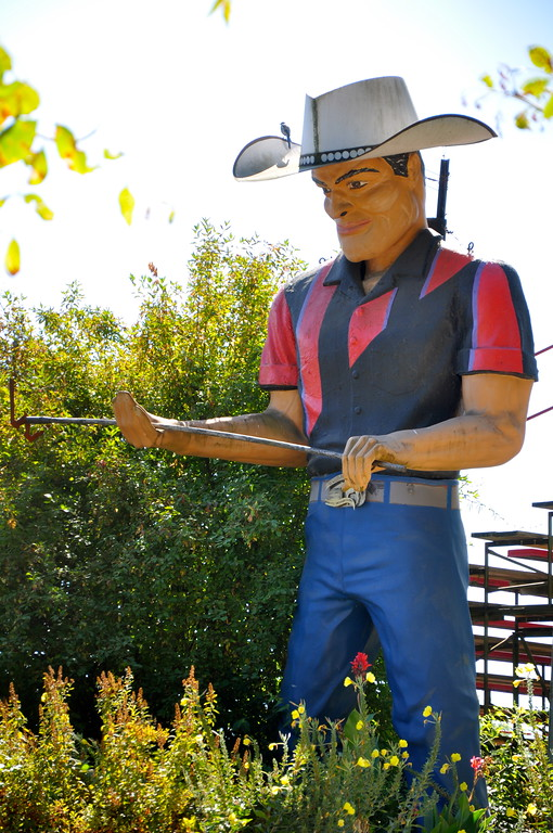 Muffler Man Willits california