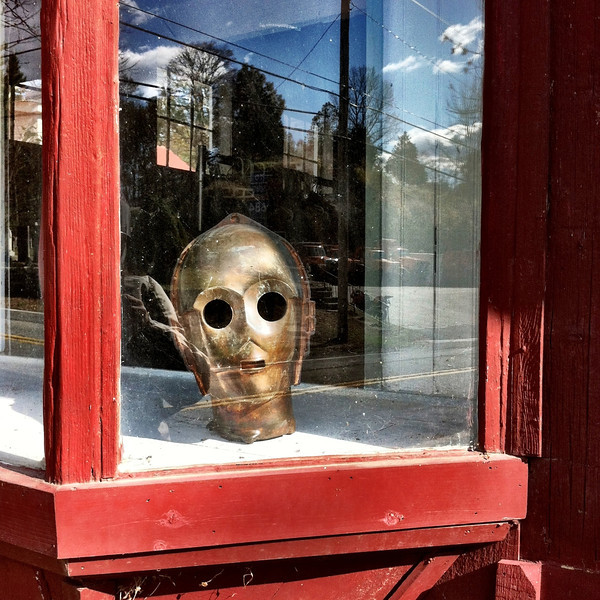 C3PO head in the window