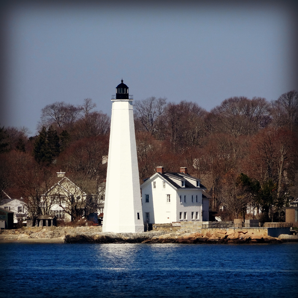 new london harbor lighthouse