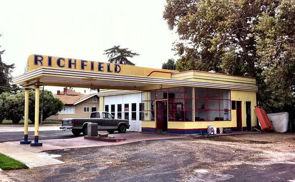 Richfield service station lemon cove california