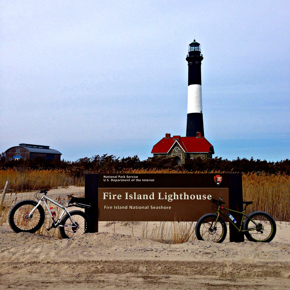 fatbikes at the fire island lighthouse