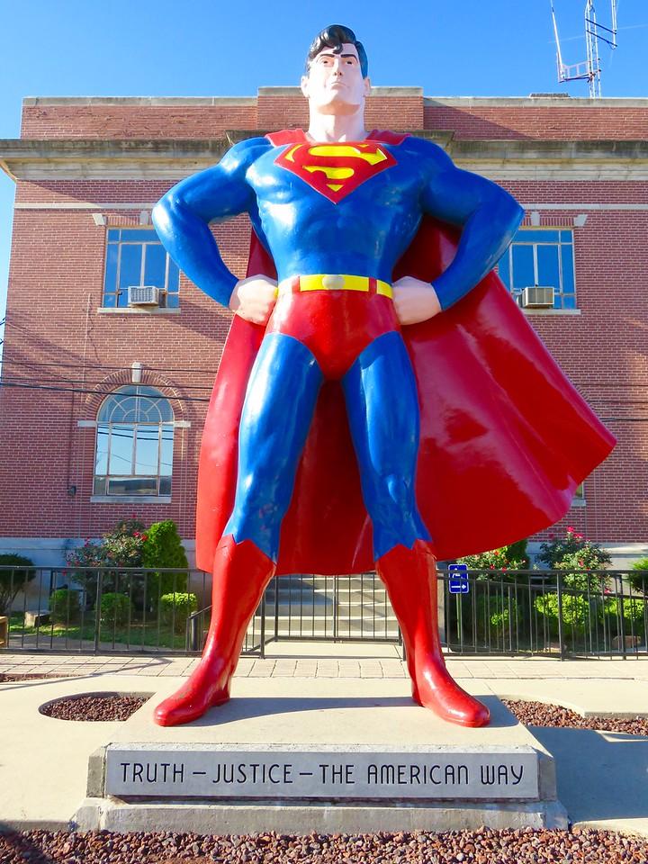 superman statue in metropolis illinois