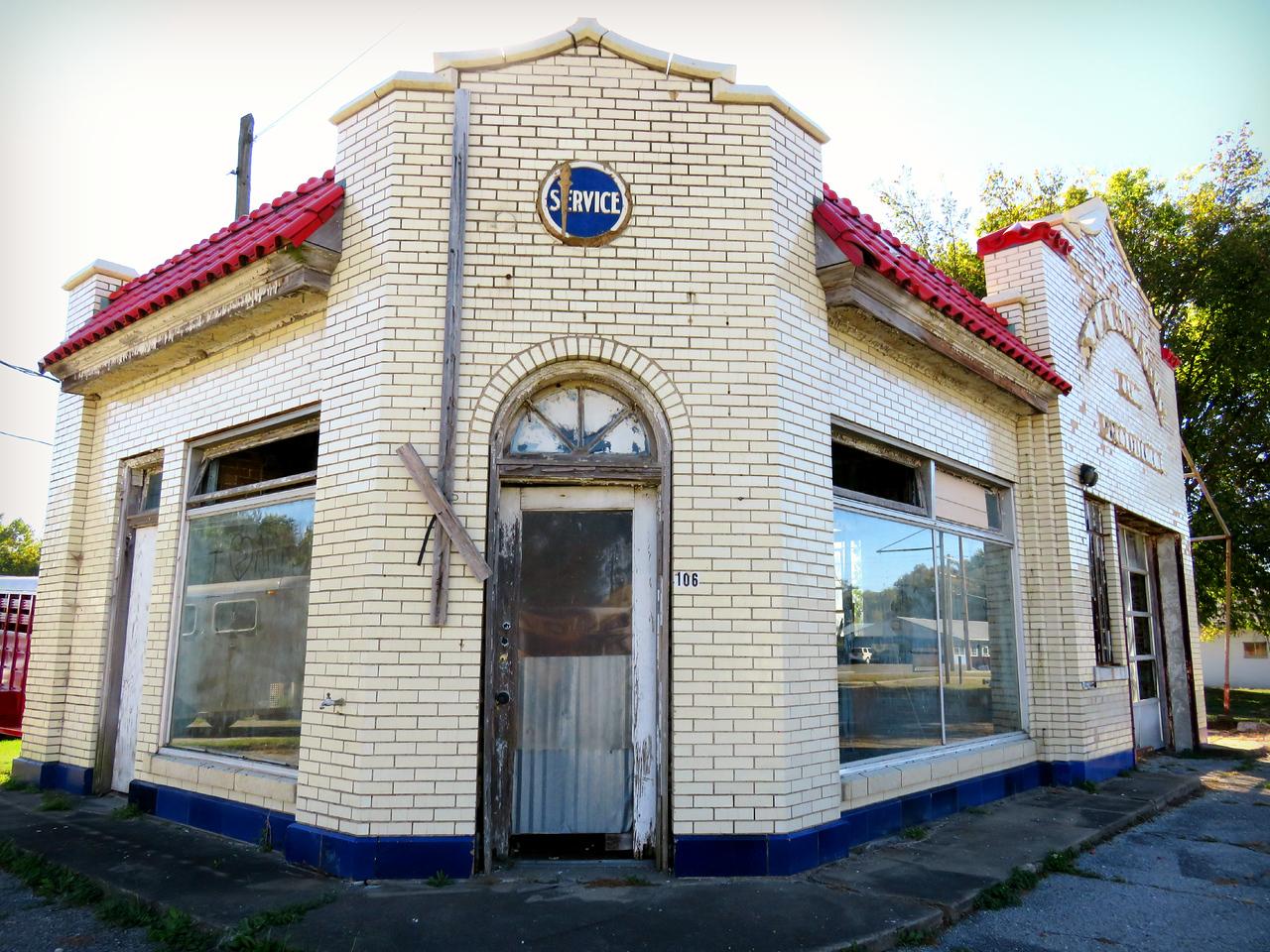 Vienna Illinois decaying Standard Oil Station