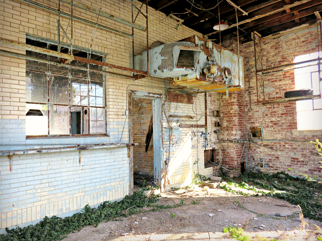 Vienna Illinois decaying Standard Oil Station - interior